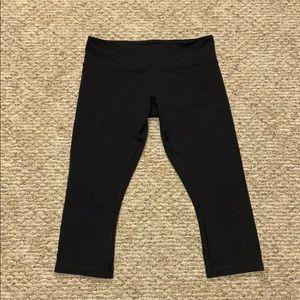 Lululemon cropped yoga pants